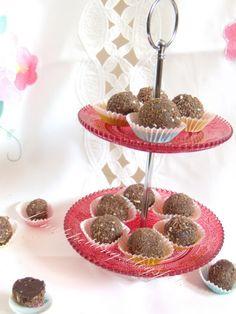 trufle karmelowe (czekolada 80%, karmel. gruboziarnista sól, śmietanka 36%,starty biszkopt, brandy orzechowe - dla dorosłych)