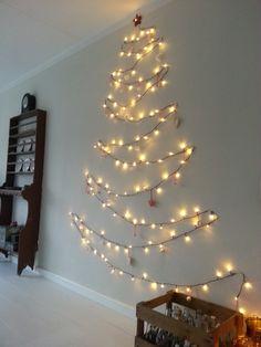 NOEK! Superidee voor een alternatieve kerstboom. En deze kerstboom neemt vrijwel geen ruimte in.