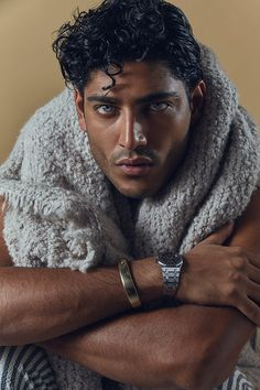 Photographer Guillaume Malheiro captured the latest MMSCENE STYLE STORIES exclusive session featuring the handsome Akash Kumar at Next Agency Beautiful Men Faces, Gorgeous Men, Curly Hair Men, Curly Hair Styles, Pretty People, Beautiful People, Fitness Before After, Arab Men, Grunge Hair