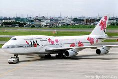 JAL Boeing 747-300.