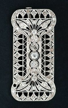 An Art-Déco diamond brooch 1920/30. Probably platinum.