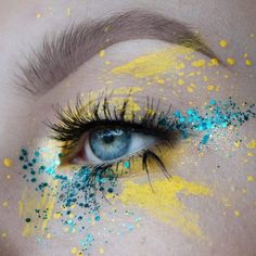 """Electric yellow & turquoise splatters and speckles > creative festival eye makeu. - creative festival eye makeu…""""> Electric yellow & turquoise splatters and speckles > creative fe - Yellow Makeup, Colorful Eye Makeup, Makeup For Green Eyes, Blue Eye Makeup, Sleek Makeup, Creative Eye Makeup, Eye Makeup Art, Eye Makeup Remover, Eye Art"""