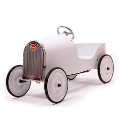 Voiture à pédales Baghera Legend Do It Yourself. Une voiture à pédales au look rétro du plus bel effet, à décorer soi-même à l'aide de stickers ou de peinture à l'eau ! Quoi de plus amusant que de personnaliser son propre bolide, avec l'aide de papa ou pas ! 3 à 6 ans.