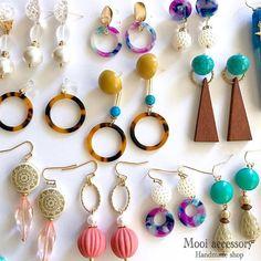 Resin Jewelry, Jewelry Art, Bead Crafts, Diy And Crafts, Button Art, Handmade Accessories, Custom Jewelry, Drop Earrings, Boho