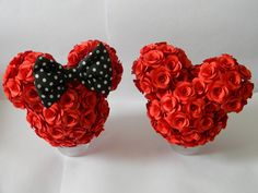 Disney Christmas Crafts, Christmas Wood Crafts, Disney Crafts, Diy Christmas Ornaments, Holiday Crafts, Mickey Minnie Centerpieces, Minnie Mouse Decorations, Valentine Decorations, Mickey And Minnie Wedding