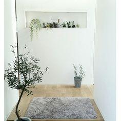 4LDKで、家族の、玄関/入り口/ダイソー/ナチュラル/IKEA/ニトリ/無印良品についてのインテリア実例。 「玄関は家の第一印象を...」 (2017-03-11 08:21:12に共有されました) Entry Hallway, Scandinavian Style, My House, Entrance, Garden Design, Living Spaces, Interior Decorating, Sweet Home, Old Things