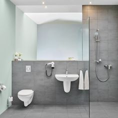 Minimalistic bathroom interior that allows you to free your creative design ideas. #GROHE # interior # neat #bright #bathroom #grey #sink #shower #mirror #minimalistic #clean #water