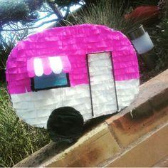Voici une nouvelle idée de piñata pour vos fêtes sur le thème camping...