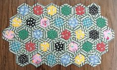 Tutorial on Hickory Nut quilt blocks - bordered hexagons, machine sewn, no hand sewing.  Zigzag finished hexes together.
