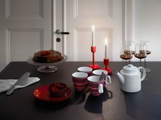 Red Classics. Combining Iittala's classics in red from Teema, Taika or Origo series with Kastehelmi and Essence gives the Christmas table setting a festive mood.