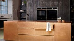 Lustrous and hardwearing, our metal kitchens grow more beautiful with wear and age. Brass and bronze are ideal materials for kitchens as they are highly resista
