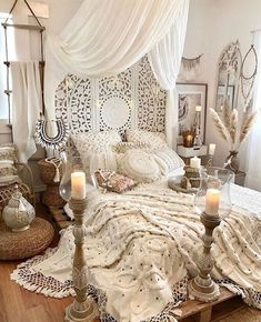 Bohemian bedroom decor has become one of the most coveted aesthetics on Pinteres. - Orientalisches Wohnen in weiß Bohemian bedroom decor has become one of the most coveted aesthetics on Pinteres. - Orientalisches Wohnen in weiß Bohemian Room, Bohemian Bedroom Decor, Home Decor Bedroom, Bedroom Ideas, Boho Hippie, Bedroom Designs, Bohemian Style Bedrooms, Modern Bedroom, Bedroom Decor