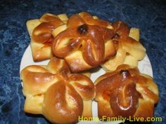 Rolls with dried apricots and carrots