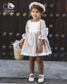Dress Choosing baptismal dresses for children is definitely an essential … Baby Girl Dress Patterns, Little Girl Dresses, Baby Dress, Girls Dresses, Flower Girl Dresses, Baby Girl Fashion, Kids Fashion, Diy Mode, Baptism Dress