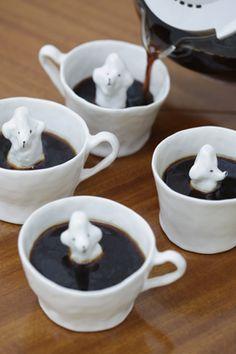 Cups by Eleonor Boström.