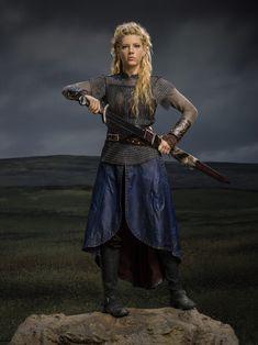 Lagertha (Katheryn Winnick) Tv Show: Vikings Viking Warrior, Viking Woman, Viking Queen, Vikings Costume Diy, Viking Costume, Vikings Tv Series, Vikings Tv Show, Larp, King Ragnar