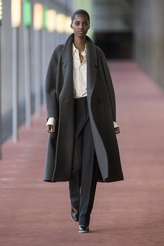 14. Maxi coat in lambswool melton, pointed collar shirt in silk twill, straight pants in thornproof wool, wedge sandals in calf leather  #lemaire
