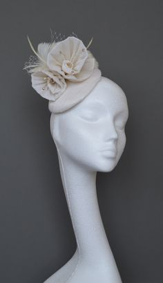 aa63e9eacea39 Small ivory silk hat. Ivory silk fascinator. Ivory wedding hat. Ivory feather  hat