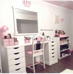 20 Best Makeup Vanities & Cases for Stylish Bedroom Makeup Table Vanity, Vanity Room, Vanity Desk, Diy Vanity, Makeup Vanities, Makeup Tables, Makeup Chair, Vanity Shelves, Vanity Area