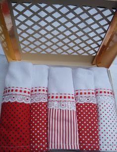 Abayomi Artes, Noivas e Eventos: Bolinhas ou poás, sempre atuais na cozinha Tea Towels, Pillows, Sewing, Kitchen Towels, Dish Towel Crafts, Dish Towels, Cool Crafts, Table Toppers, Needlepoint