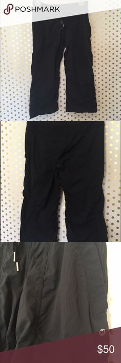Lululemon crop pants Black Lululemon crop pants, little stretchy perfect for hiking or even to just hang out. Very comfortable lululemon athletica Pants Ankle & Cropped