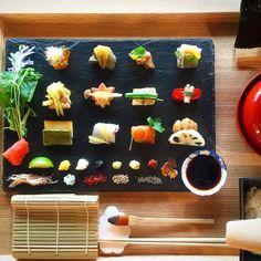 日本を代表する観光地京都には、美味しいものもたくさんあります。特に和食は、世界的にも注目されていますよね。繊細で美しい和食の世界、その中でもお寿司は大人気です。今回は一目見たら忘れられない、可愛すぎる京都のお寿司を紹介します♪    豆寅「豆すし」...
