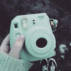 Instax mini 8 mint green - the perfect hiking/camping companion for those no tech trips! Mint Green Aesthetic, Blue Aesthetic Pastel, Aesthetic Colors, Aesthetic Pictures, Green Aesthetic Tumblr, Everything Is Blue, Picsart, Photos, Polaroid Cameras