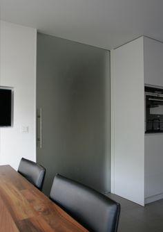 maatwerk keuken en kasten_interieurontwerp verbouwing woning glasdeur Capelle aan den IJssel Zuid-Holland, interieurarchitect Rotterdam Joosteninterieur
