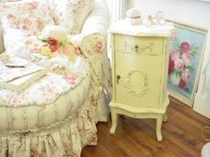 Sweet reading spot.  I love the pale yellow table !