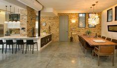 cuisine ouverte sur la salle à manger, papiers peints briques