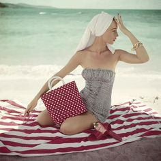Paula Markert (@paulamarkert) • Instagram photos and videos 70s Fashion, Skirt Fashion, Vintage Fashion, Womens Fashion, Polka Dot Bags, Polka Dots, Vintage Beach Photos, Tropical Beach Resorts, Vogue Photo