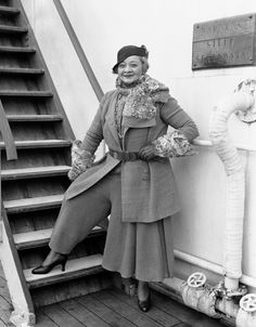 Sophie Tucker in Paul Poiret, 1931 Paul Poiret, 1930s Fashion, Retro Fashion, Vintage Fashion, 1940s Woman, Josephine Baker, Pantalon Large, Pantsuits For Women, Black N White Images