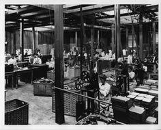 1906-impiegati-scatole-film-fabbrica-Kodak-Park #kodak #eastman #photography #photos #rochester #pioneer #commercial History Of Photography, Photography Photos, Park, Film, Commercial, Movie, Film Stock, Parks, Cinema