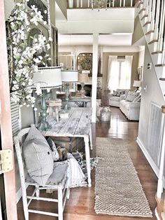Browse pictures of my seasonal entryway table area to create festive seasonal looks of your own. Get inspired with this farmhouse entryway. Home Decor Kitchen, Home Decor Bedroom, Diy Home Decor, Farmhouse Homes, Rustic Farmhouse, Farmhouse Ideas, Farmhouse Style, Rustic Home Design, Home Decor Inspiration