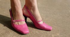 From Blah Navy to Too Cute Pink Pumps! Happy Shoesday, Y'all! - Dream a Little Bigger