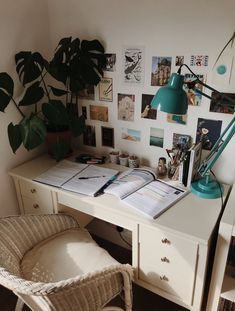 Super Home School Desk Organization Dorm Room Ideas - Room inspi . - Super Home School Desk Organization Dorm Room Ideas – Room inspiration – Super Home School Desk - Minimalistic Room, Waiting Room Decor, School Desk Organization, Organization Ideas, Storage Ideas, Cheap Room Decor, School Desks, College School, College Room