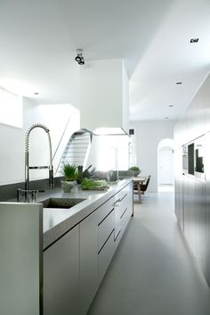 Elegant Kitchen Design from Stylish Interior Design for Modern House by Remy Meijers Stylish Interior Design for Modern House by Remy Meijers Kitchen Lighting Design, Interior Design Kitchen, Interior Decorating, Elegant Kitchens, Beautiful Kitchens, Gray And White Kitchen, Kitchen Views, Cuisines Design, Home Kitchens