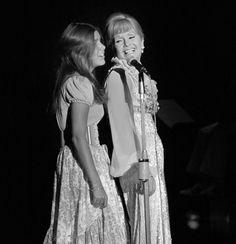 Ahora está con Carrie | Hijo de Debbie Reynolds...