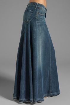 Citizens of Humanity Jeans Anja Maxi Skirt en Dizzy Citizens Of Humanity Jeans, Denim Fashion, Look Fashion, Skirt Outfits, Cool Outfits, Diy Vetement, Denim Ideas, Mode Boho, Jeans Rock