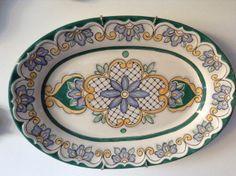 Travessa oval pintada por Marina Mendes no Atelier Andrea Consentino!