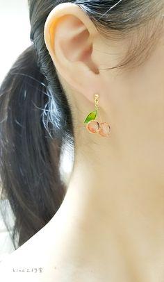 さくらんぼのピアス〈再販7〉 Resin Jewelry, Jewelry Art, Jewelry Accessories, Jewelry Design, Cute Earrings, Bead Earrings, Earrings Handmade, Handmade Jewelry, Korean Jewelry