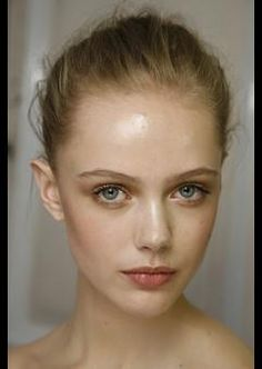 Frida Gustavsson backstage at Valentino haute couture FW 2009 Soft Makeup, Flawless Makeup, Cute Makeup, Natural Makeup, Simple Makeup, Frida Gustavsson, Permanent Lipstick, Permanent Makeup, Hazel Eye Makeup