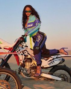 Welcome to HellYeahRihannaFenty! We provide you with edits, photos and gifs.This blog is run by a...