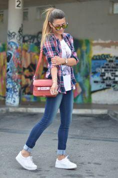 Camicia con jeans.