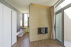 Gallery of Seaside Wall House / KHY architects - 15