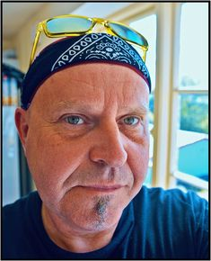 Red Beat - The Drumologist - Paul Baker Jones - zen-light Paintings For Sale, Original Paintings, Phoenix Music, Famous Musicians, Light Photography, Rock Bands, Beats, Captain Hat, Sculptures