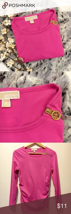 Michael Kors Long Sleeve Preloved Michael Kors top. Sweet 💗 pink with gold zipper and emblem. Scoop neck. Ruching on both sides. Can fit small/medium. Will not fit as tight on a small like it would a medium but, still looks cute.  95% cotton, 5% spandex Michael Kors Tops Tees - Long Sleeve