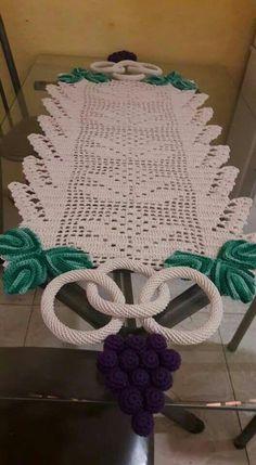 Crochet Dollies, Crochet Diy, Crochet Home, Crochet Crafts, Crochet Flowers, Crochet Table Runner, Quilted Table Runners, Mosaic Vase, Crochet Curtains