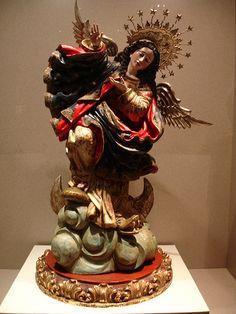 Virgen Quiteña, de Bernardo de Legarda, 1734. La talla se encuentra en el altar mayor de San Francisco. Presenta una aureola de plata, un par de alas de plata, el brazo derecho levantado y el izquierdo recogido a la altura del pecho, un pie en el aire y otro sobre la cabeza del dragón, de modo que parece que danzara. El encarnado brillante de tonalidad rosa en las mejillas y en las delicadas manos.