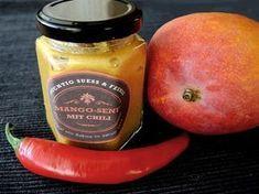 Der Mango-Senf ist fruchtig, süß und dabei auch schön scharf. Wie immer ist der Senf im Thermomix ganz schnell angerührt.